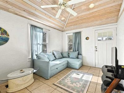 Photo for Coconut Cottage, 2 Bedrooms, Close to Beach, WiFi, HDTV, Sleeps 6