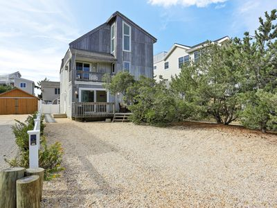 Photo for 1 off ocean front, sleeps 12 , parking for 3 - 4 cars, linens