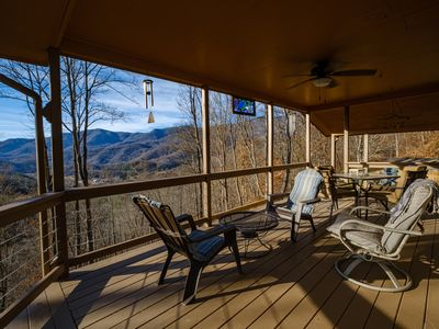 Photo for Artist's home with a beautiful mountain view and convenient location.