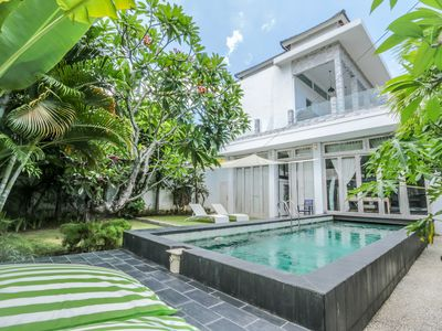 Photo for Yaz, spacious 4 Bedroom Villa, A/C interior, central Seminyak