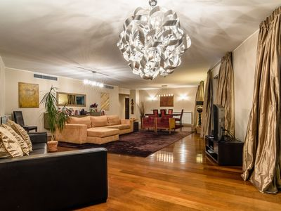 Photo for Spacious and luxurious in the heart of Lisbon