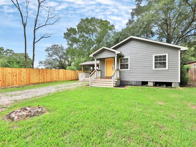 Photo for Charming home near the bay w/ covered deck - close to Kemah Boardwalk!