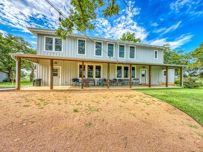 Photo for Historic but completely updated and dog-friendly farmhouse - close to wineries!