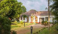The house is lovely, it is large and the beds are very comfortable. We booked for 5 persons but