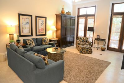 Upscale town home in the heart of Baytowne Wharf
