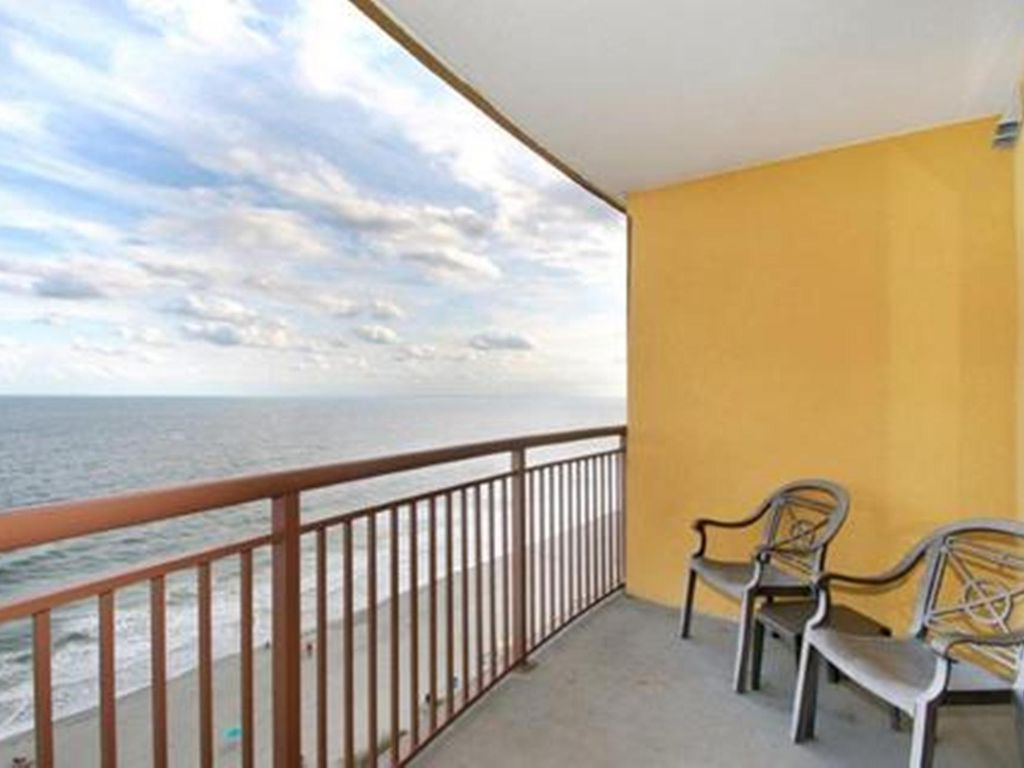Beautiful 2 Bedroom Oceanfront On The Beach In The