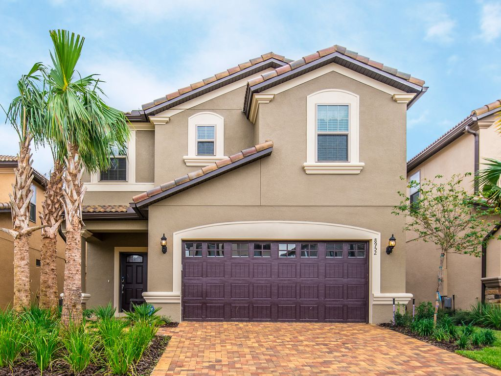 Tropical oasis windsor at westside new vrbo for Wheelchair accessible homes for sale in florida