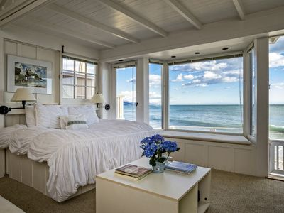 Le Petit Bijou - Romantic oceanfront studio with deck for sunset views