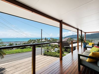 Photo for Stunning 180 degree views of Airlie Beach