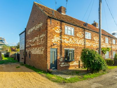 Photo for A traditional Norfolk end terrace cottage in Holme-next-the-Sea.