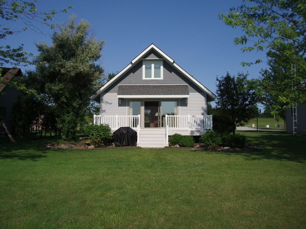 The Lake is Calling Lakefront Cottage Rental on Clear Lake ...