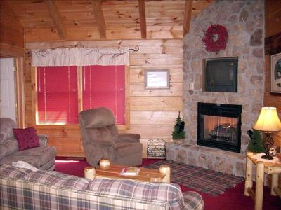 Creekside Dreams: Relax beside the creek! Perfect for couples and ...