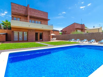 Photo for Club Villamar - Enjoy the Spanish outdoors in this detached villa near Vidreres
