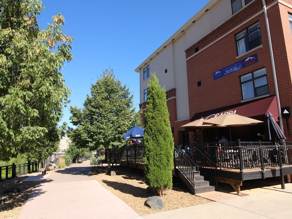 Downtown Golden Condo In Newer Secure Building Walk To
