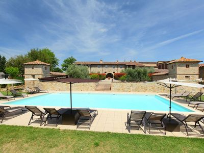 Photo for Cosy apartment for 7 people with pool, WIFI, TV, pets allowed and parking, close to San Gimignano