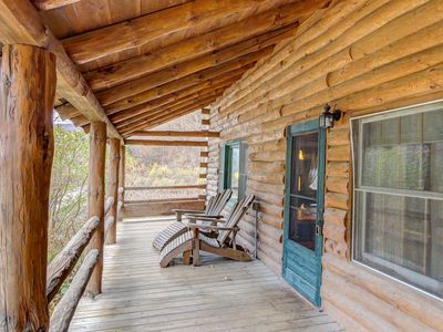 Photo for Two-level dog-friendly cabin with a mountain view plus private hot tub & deck