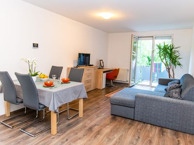 Photo for Relaxing Modern & Sunny Apartment in the Centre