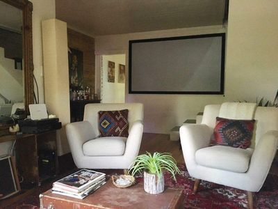 """96""""projection screen with HDTV projector"""