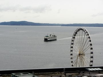 1 Block to Pike Place Market! Balcony, Water Views, Indoor Pool! Harbor  Steps