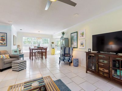 Photo for Lovely family home w/private pool and beach access.