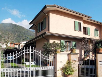 Photo for 4 bedroom Villa, sleeps 7 in Camaiore with Air Con