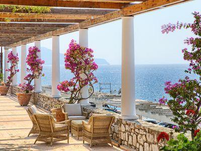 Photo for Charming villa with amazing view of the sea, Gulf of Naples and island of Capri