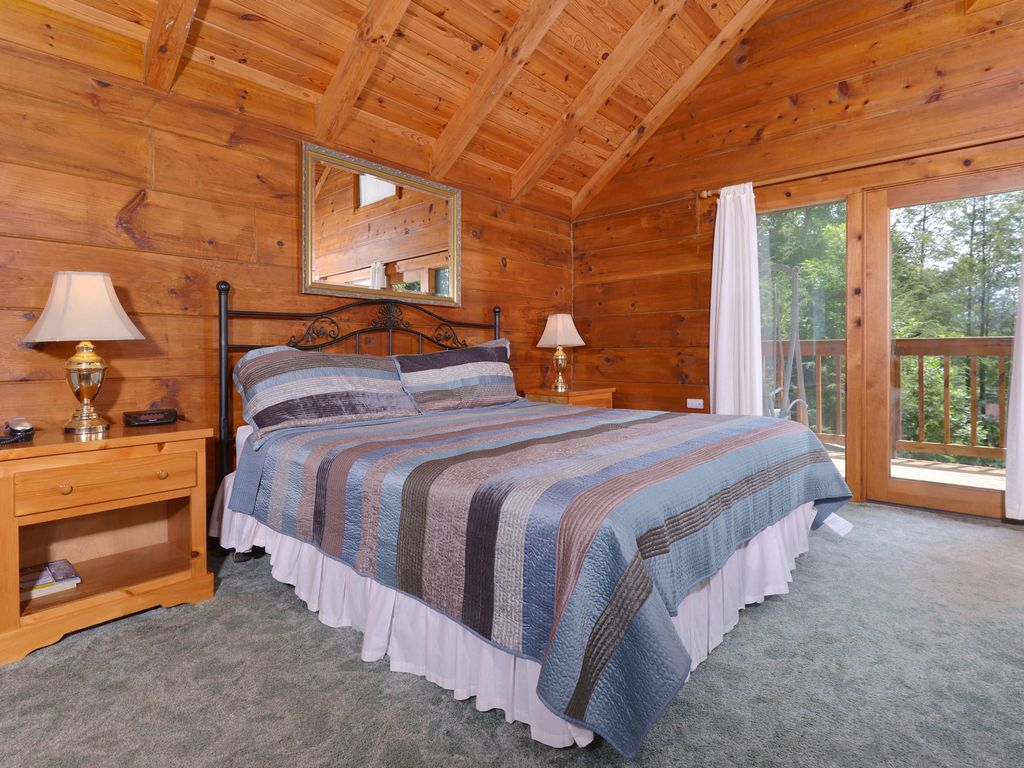 1 bedroom log cabin within walking distance to gatlinburg for One room log house