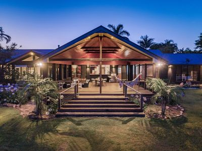 """Photo for Ivory Curl House - """"Live Like a Byron Local"""""""