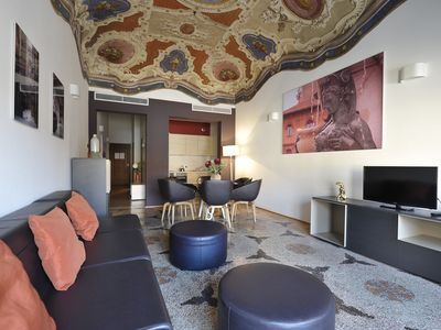 Photo for Paracelso - Elegant 3bdr with view Palazzo Banchi