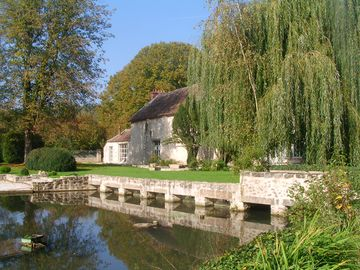 XVIII mill near Fontainebleau Pool sleeps 16+