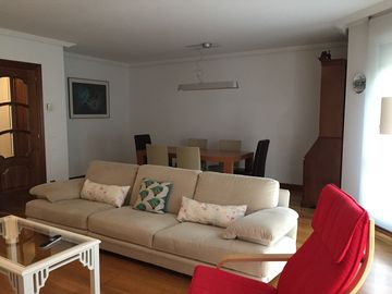 Modern, central and comfortable apartment, 150 m2 fully equipped.