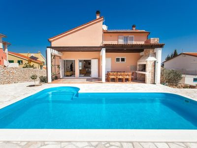 Photo for In the center of Murter with Internet, Pool, Air conditioning, Parking (740049)