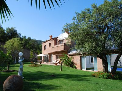 Photo for Spacious villa with lots of privacy, an enormous garden and large covered pool