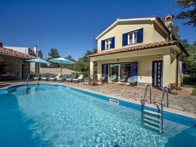 Photo for Lovely apartment for 4 guests with WIFI, private pool, A/C, TV and parking