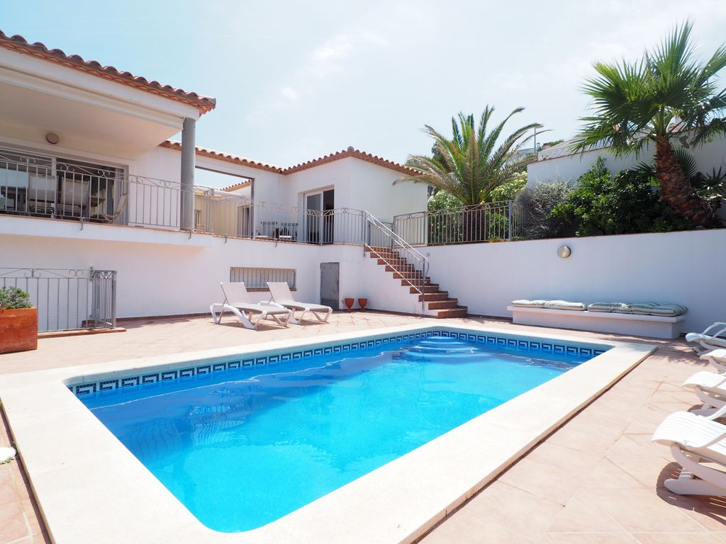 Beautiful house with a terrace with sea views and a for Private swimming pool