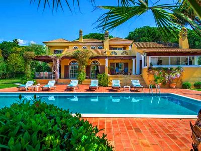 Photo for Beautiful villa on a large plot in Pinheiros Altos Quinta do Lago U073
