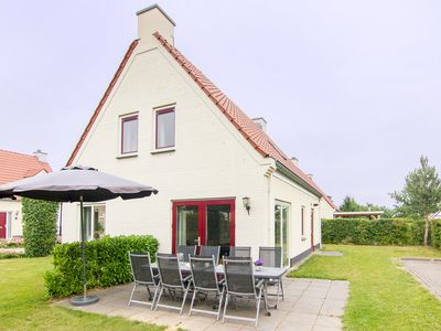 Photo for Luxury 8-person villa in the holiday park Landal Kasteeldomein De Cauberg - in the mountains/rolling countryside