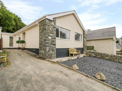 Photo for SUNNY COURT, pet friendly, with a garden in Harlech, Ref 992006
