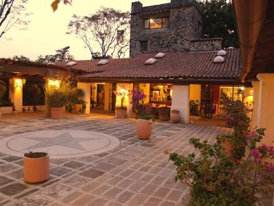 A courtyard made for enchanting evenings.