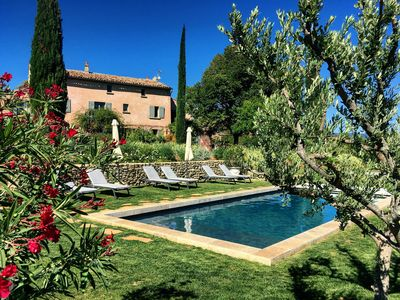 Photo for Charming house with pool in the Luberon in Provence