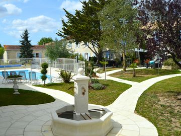 House and cottages of great quality 4 **** NF with Heated Pool