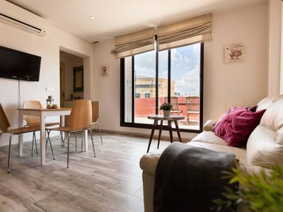 Photo for Chapina apartment in Triana with WiFi, air conditioning, private terrace & lift.