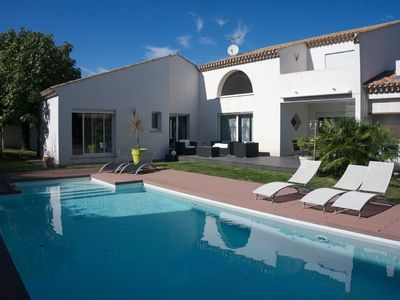 Photo for 10 people modern villa with swimming pool close to the sea
