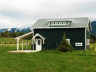 Guesthouse front, the Whitefish Mountain Resort can be seen in the background.
