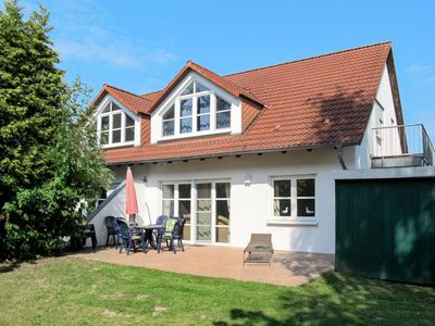 Photo for Cosy apartment for 8 guests with TV, balcony, pets allowed and parking