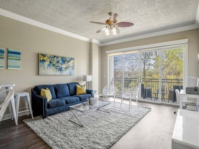 Photo for City Living | KING BED | 1BR + Balcony | 4KTVs