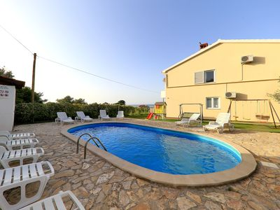 Photo for Beautiful villa in a fantastic location, pool, garden & gym, free Wi-Fi