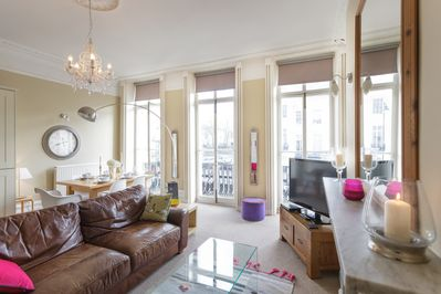 Spacious Lounge -Regency Balcony Apartment