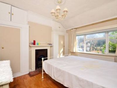 Photo for *New for 2019* Lovely West London 2 Bedroom Cottage