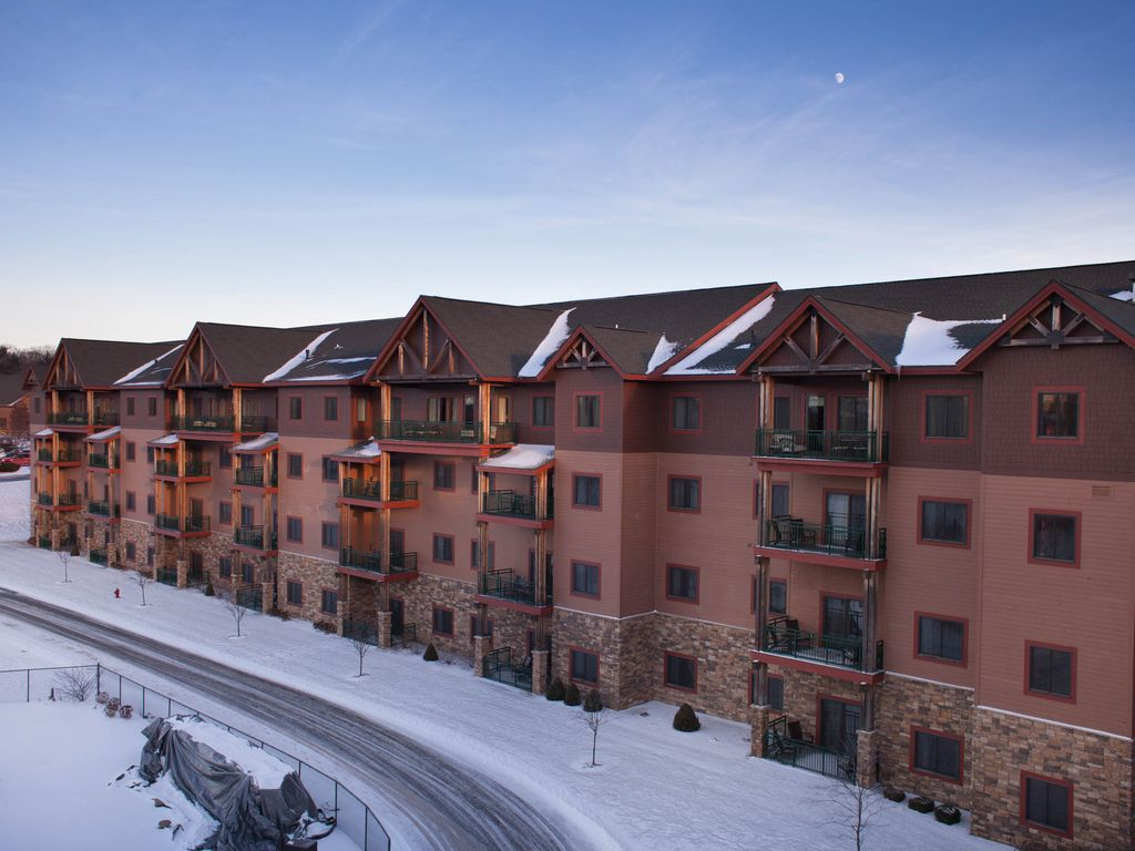 glacier canyon resort with free access to waterparks and. Black Bedroom Furniture Sets. Home Design Ideas